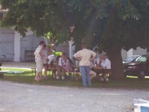 26_06_2004 Grillfeier Schuetzen - Die Boeller vor der Feier 1